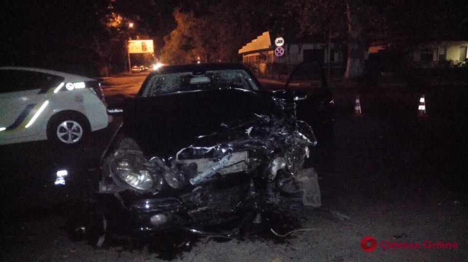 В Одессе полицейское авто столкнулось с легковушкой (обновлено)