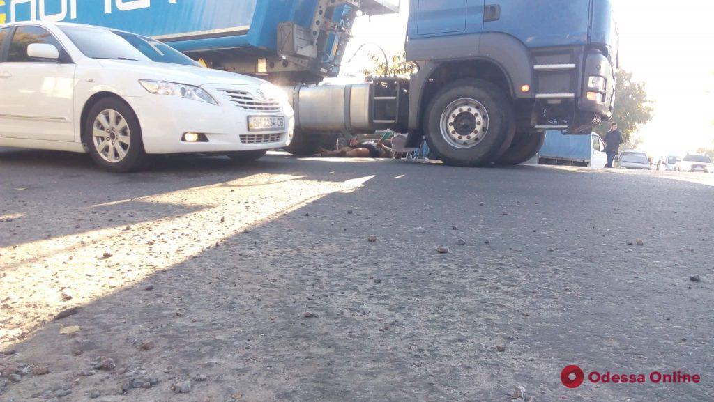 Под Одессой машина насмерть сбила пешехода