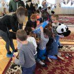 В Одесской области молодожены осчастливили воспитанников детдома(1)