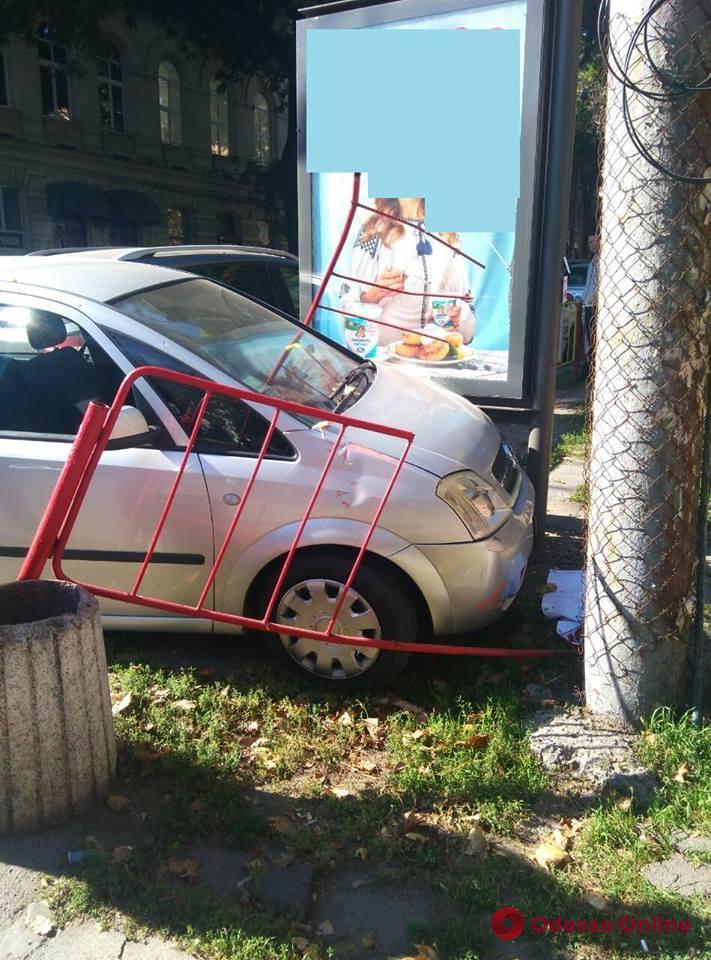 В центре Одессы машина снесла турникет