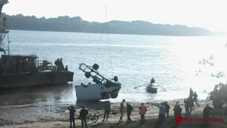 Одесская область: из Дуная достали утонувший микроавтобус