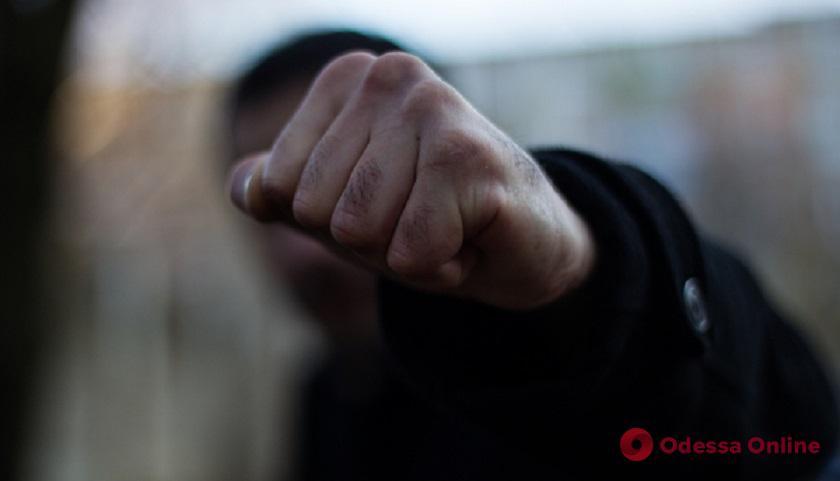 Возле одесского ресторана охранники избили мужчин
