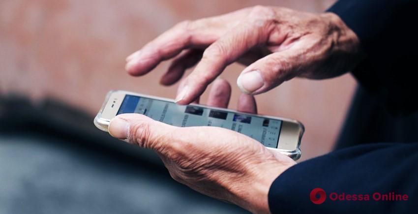 «Дай позвонить»: пожилой одессит лишился телефона