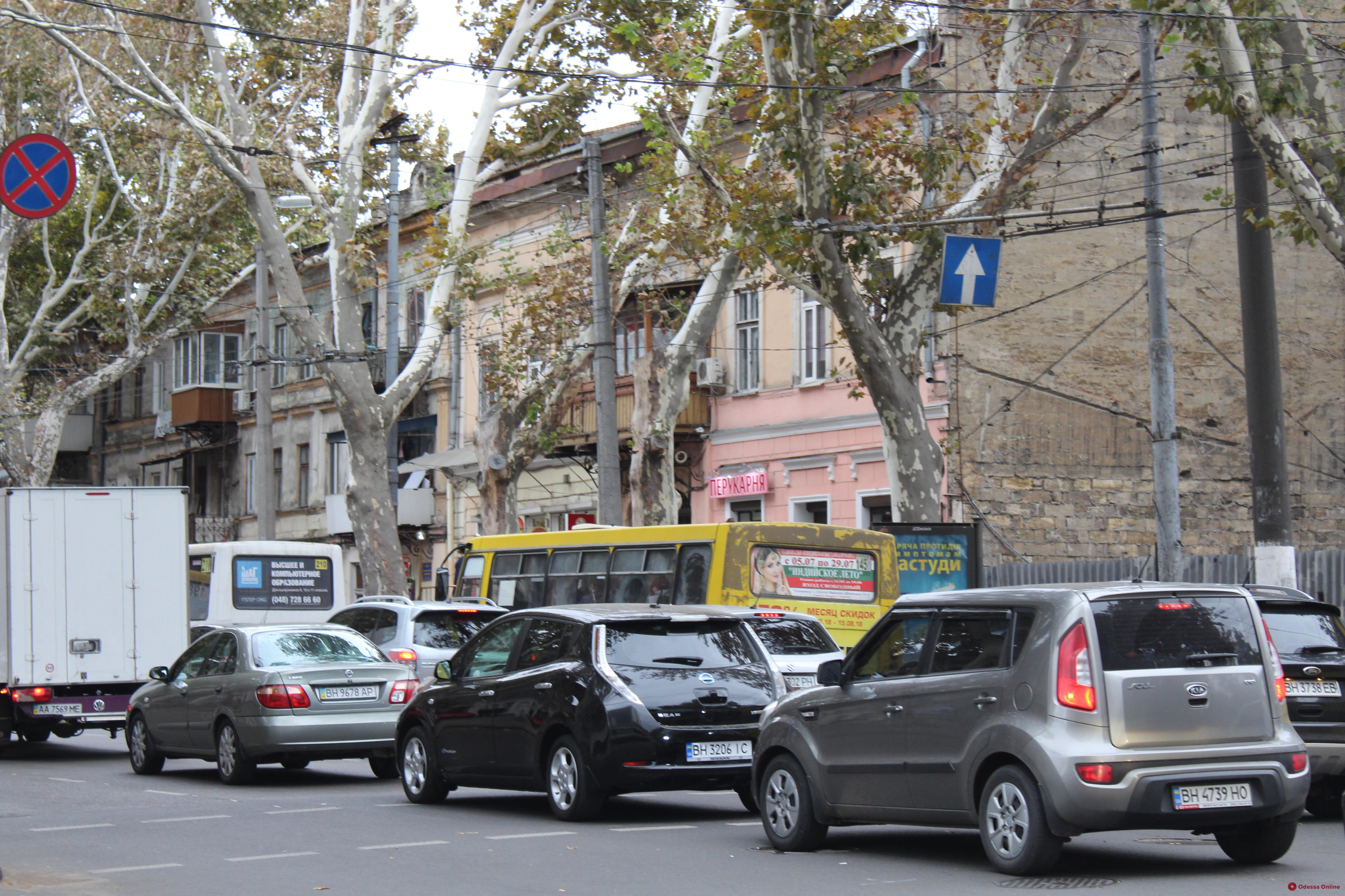 Дорожная обстановка в Одессе: пробки на Пересыпи и на Таирова