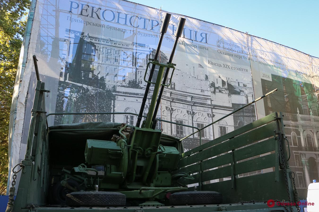 В День защитника Украины в Одессе выставили военную технику (фоторепортаж)