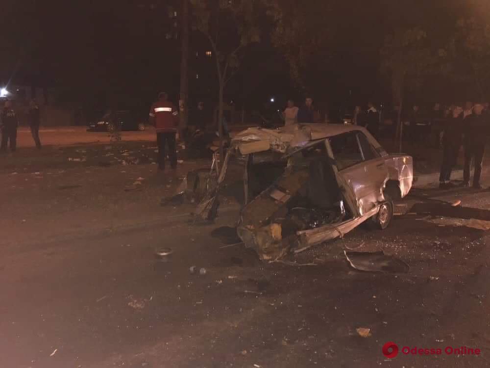 Смертельная авария в Одессе: ВАЗ разорвало пополам