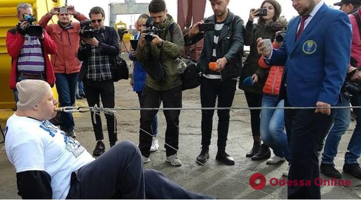 Врач-педиатр из Львова установил под Одессой новый силовой рекорд (видео)