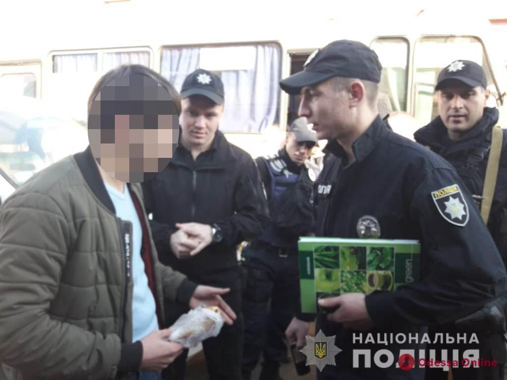Одесская полиция ловит иностранцев на Привозе и Дерибасовской