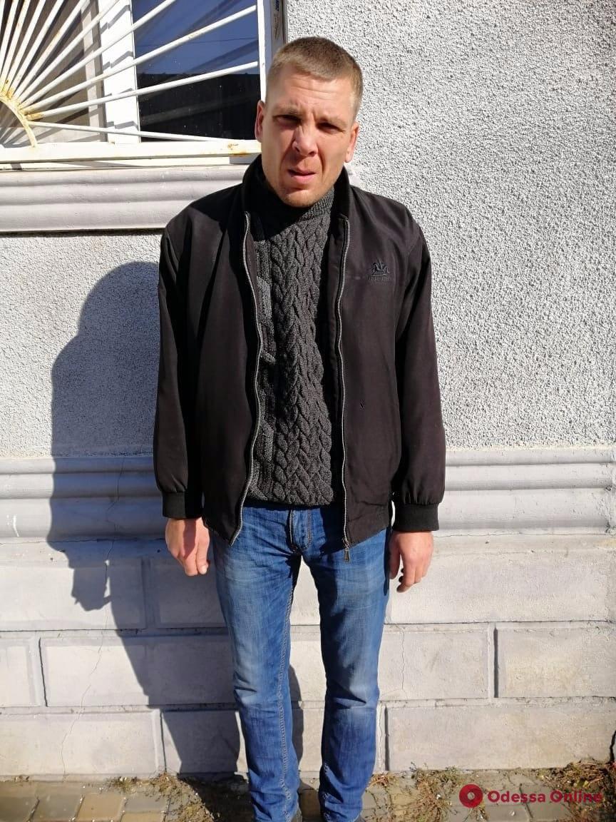 Залез в дом и угрожал ножом: в Одесской области задержали разбойника