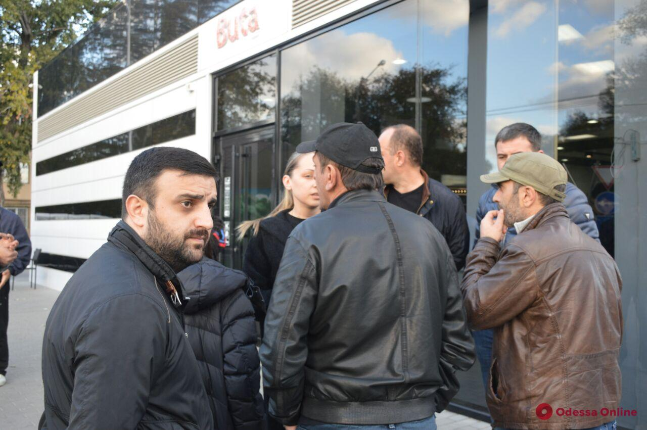 Покушение на Михайлика: родственники подозреваемого пикетировали СИЗО