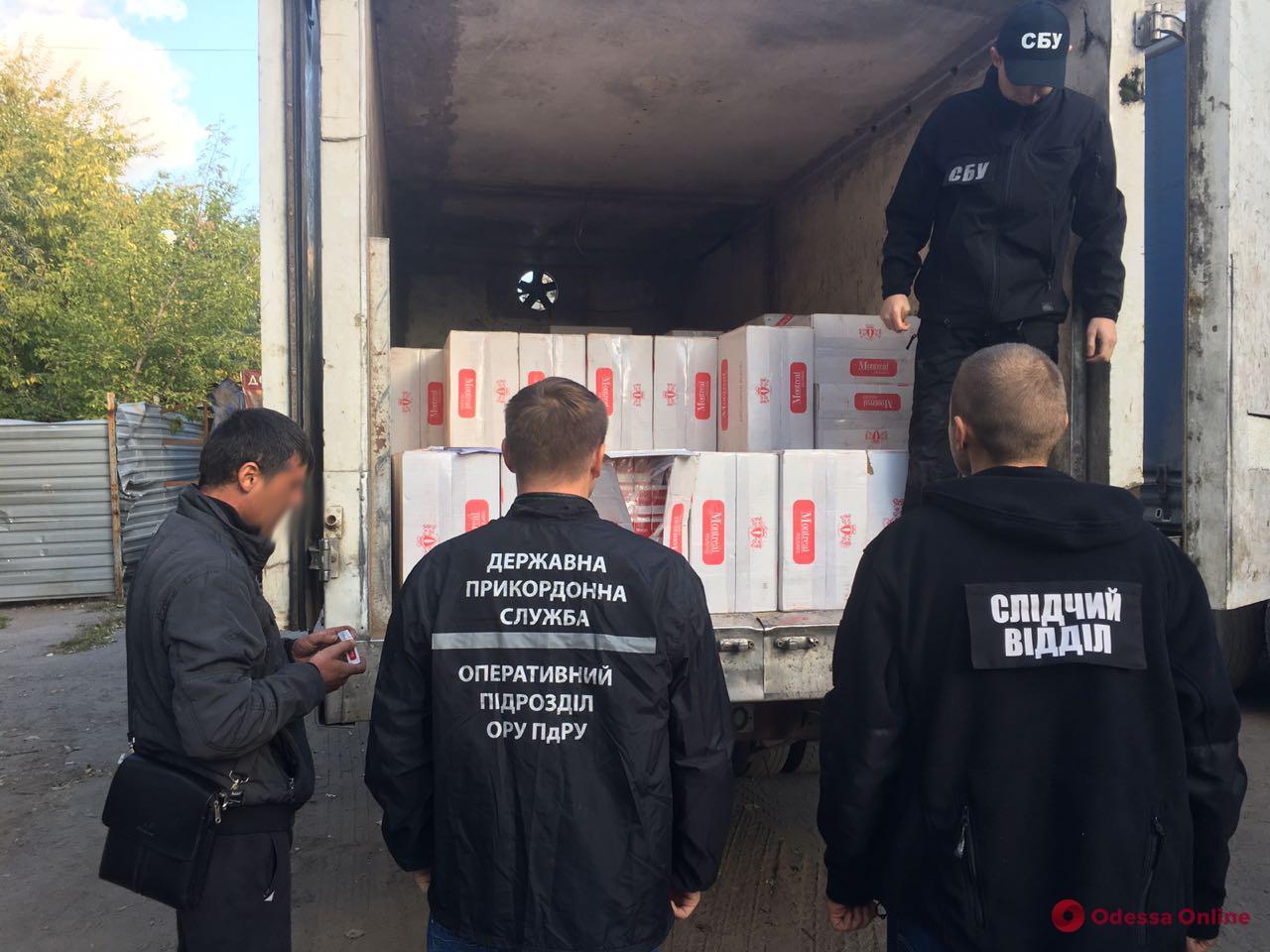 В Одессе обнаружили 107 ящиков контрабандных сигарет