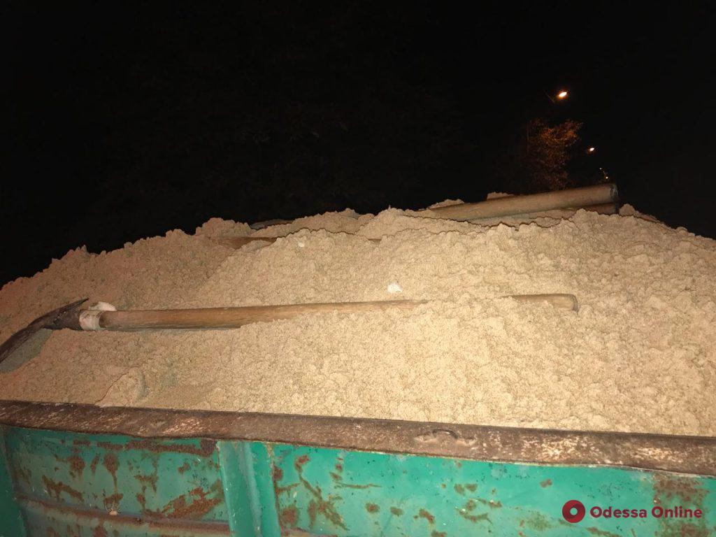 Воровали песок с пляжа: в Одесской области задержали нарушителей