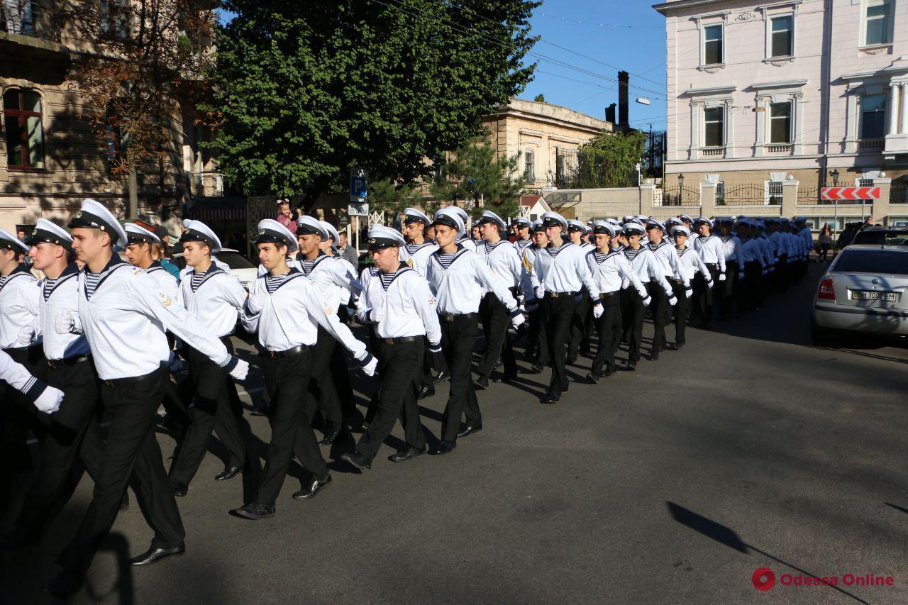 По Одессе маршировали курсанты училища имени Маринеско (фоторепортаж)