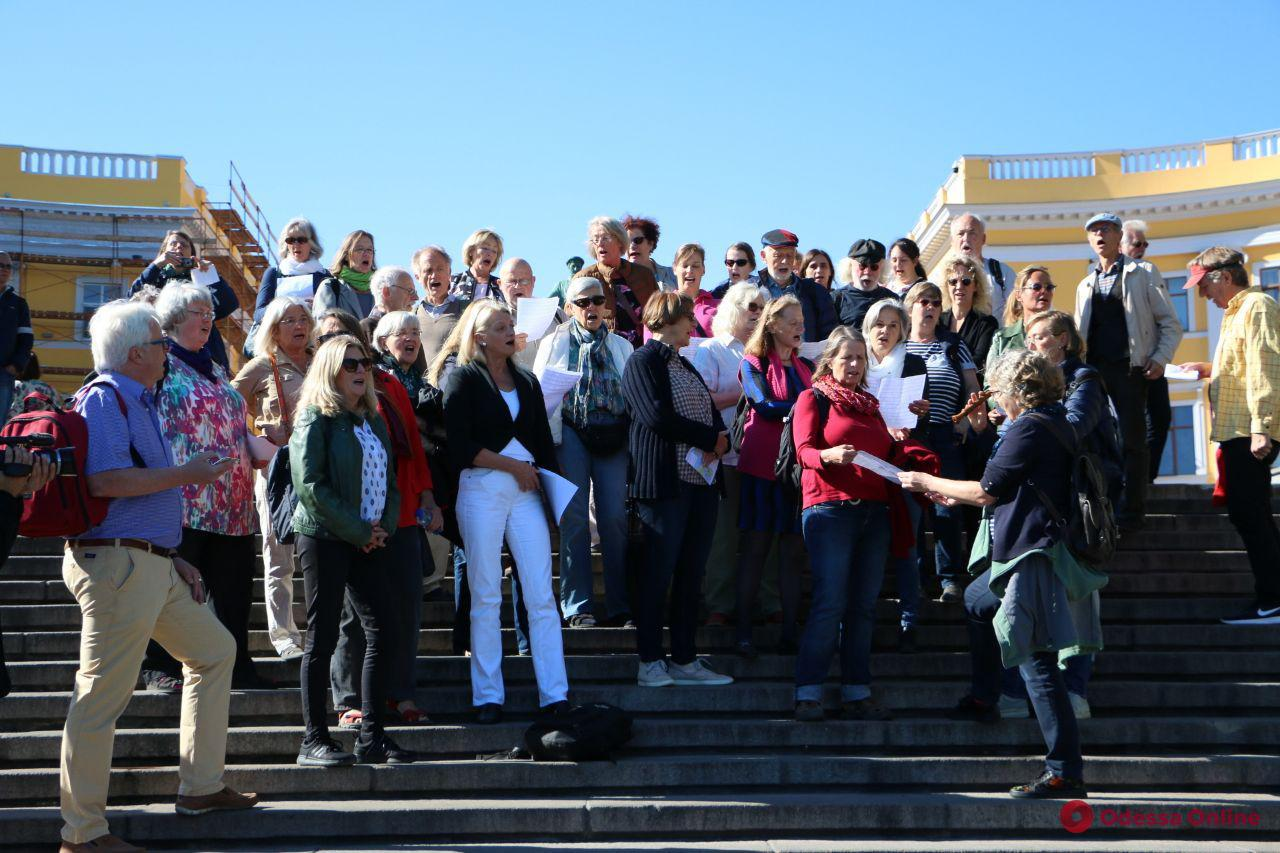 В Одессе на Потемкинской лестнице выступил Бременский хор