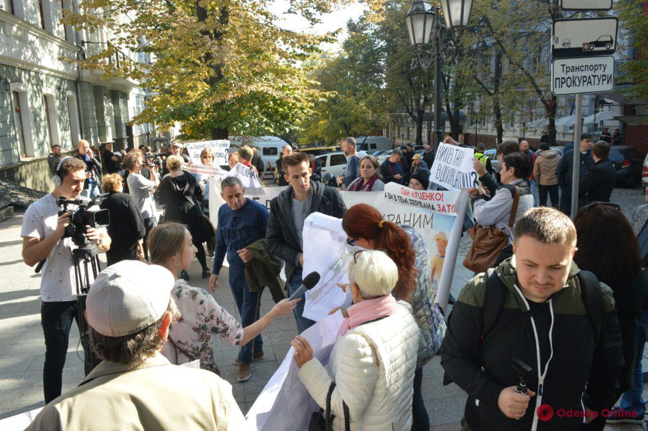 «Нет застройке пляжей»: под Одесской прокуратурой протестовали жители Затоки