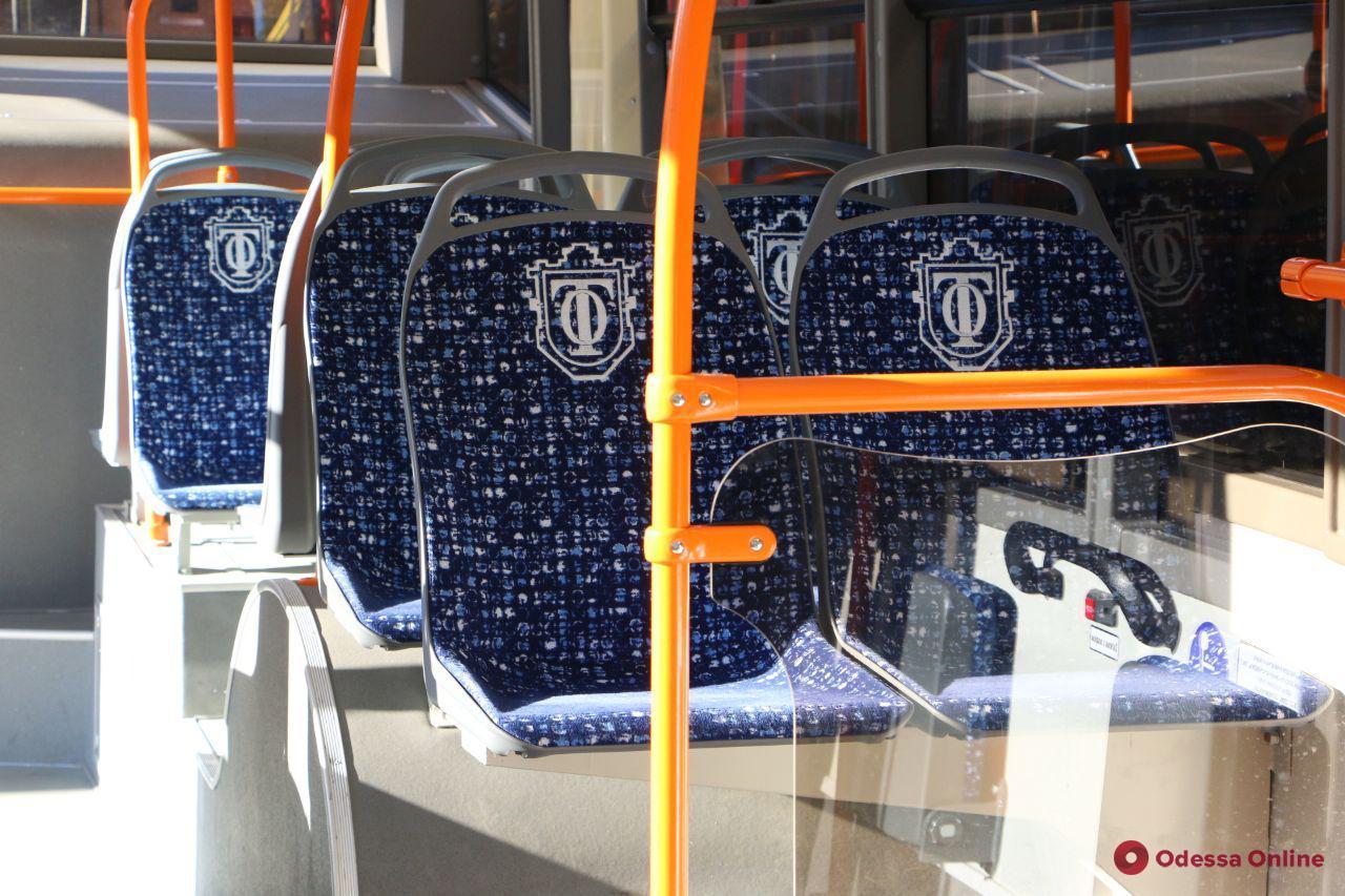 В одесских трамваях и троллейбусах снова можно занимать все сидячие места