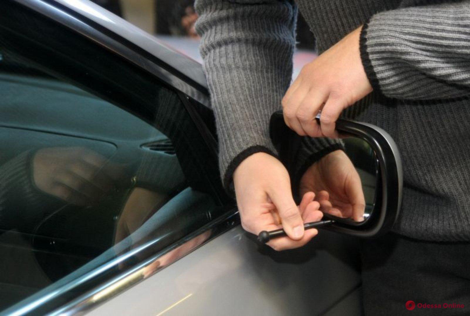 В Одессе поймали похитителей автомобильных зеркал