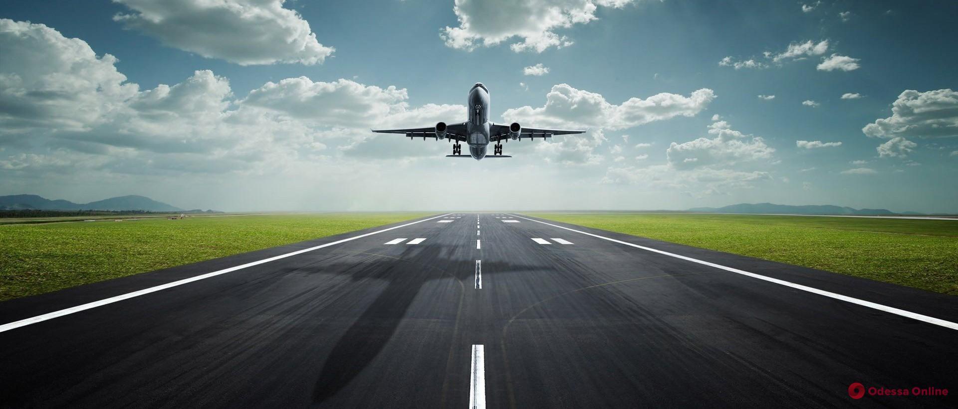 Одесский аэропорт временно приостановил полеты