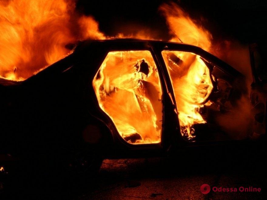 В Одессе на поселке Котовского сгорел автомобиль