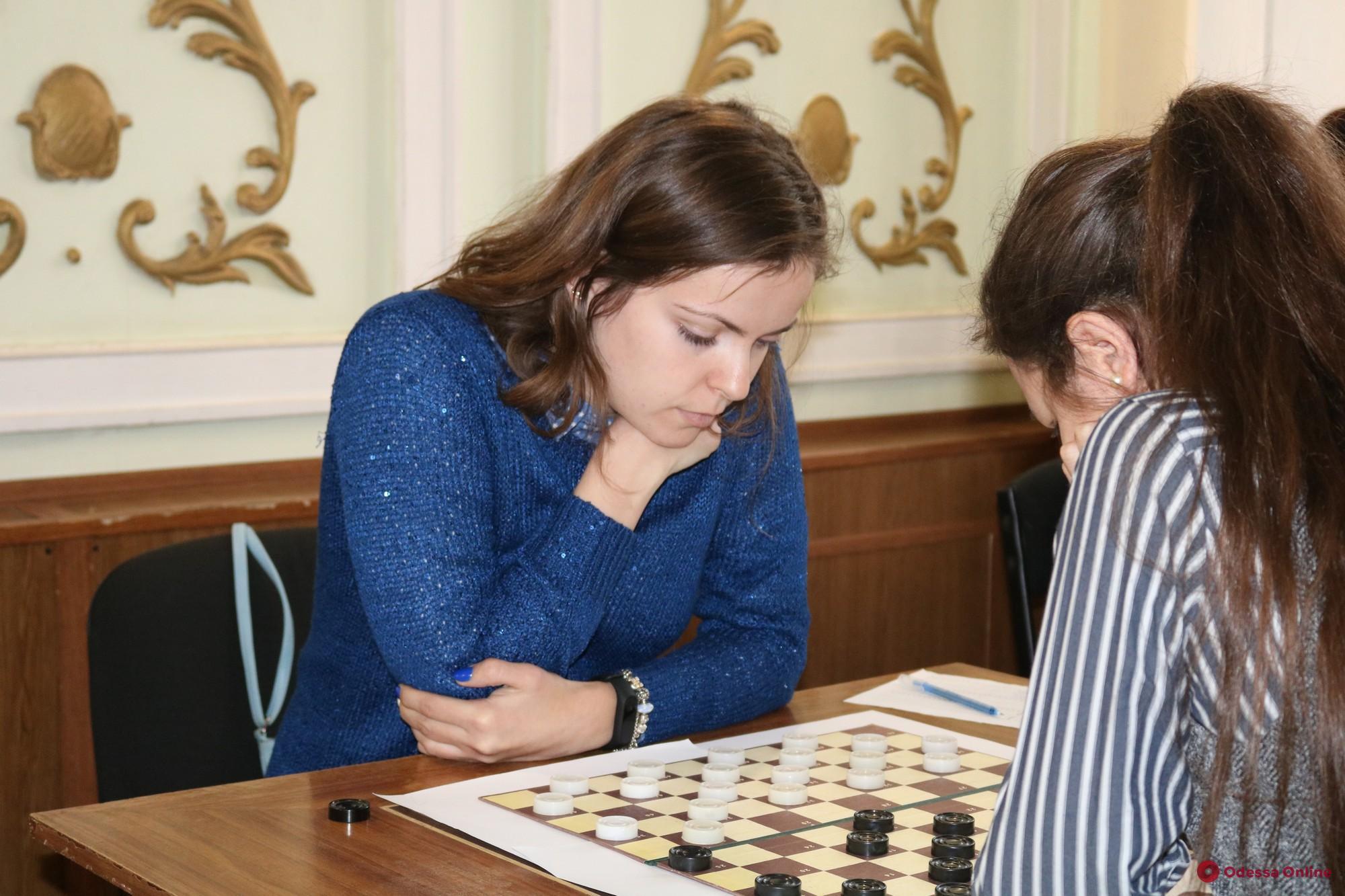 Одесситка досрочно выиграла чемпионат Украины по шашкам-100