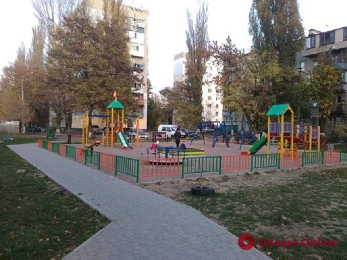На поселке Котовского капитально обновили детские и спортивные площадки