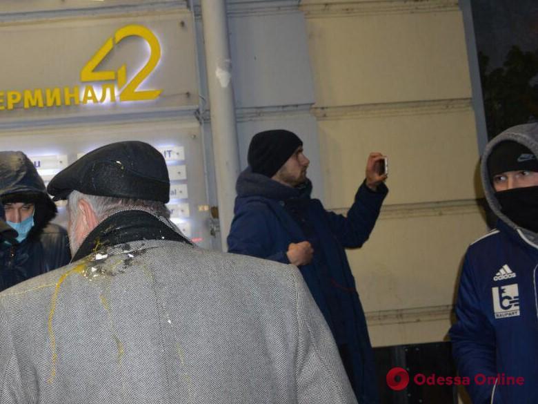 В Одессе Гриценко встретили яйцами и пошлой тыквой (фото, видео)
