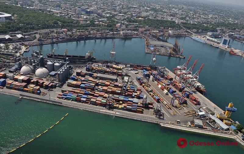 В порту Черноморска ограничили лоцманскую проводку судов