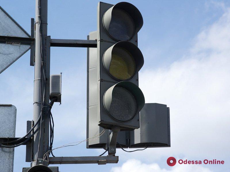 Одесса: на Адмиральском проспекте не работает светофор