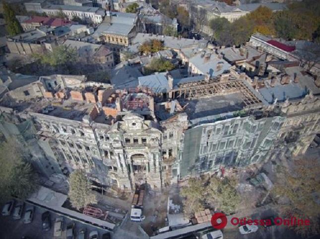 Мэр Одессы проинспектировал ход реставрации дома Руссова (фото)