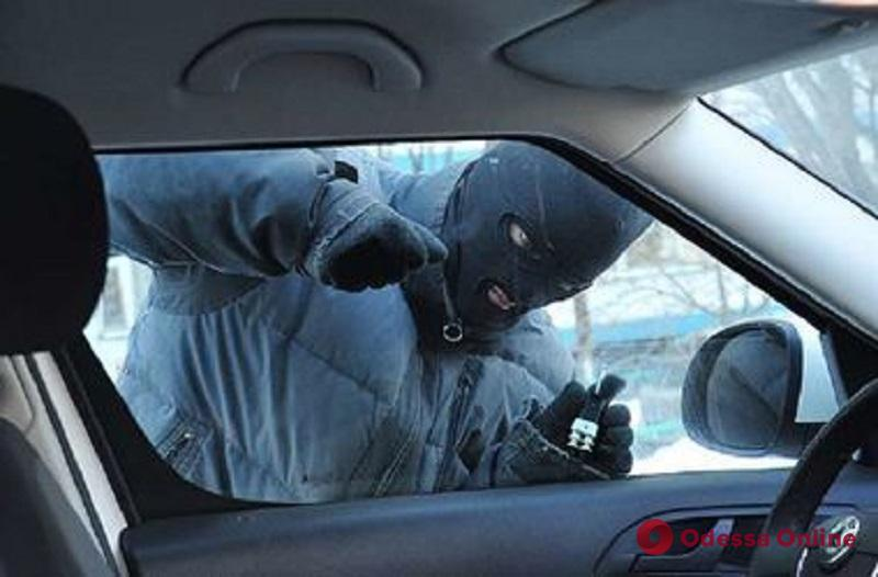 В Одесской области избили и ограбили таксиста
