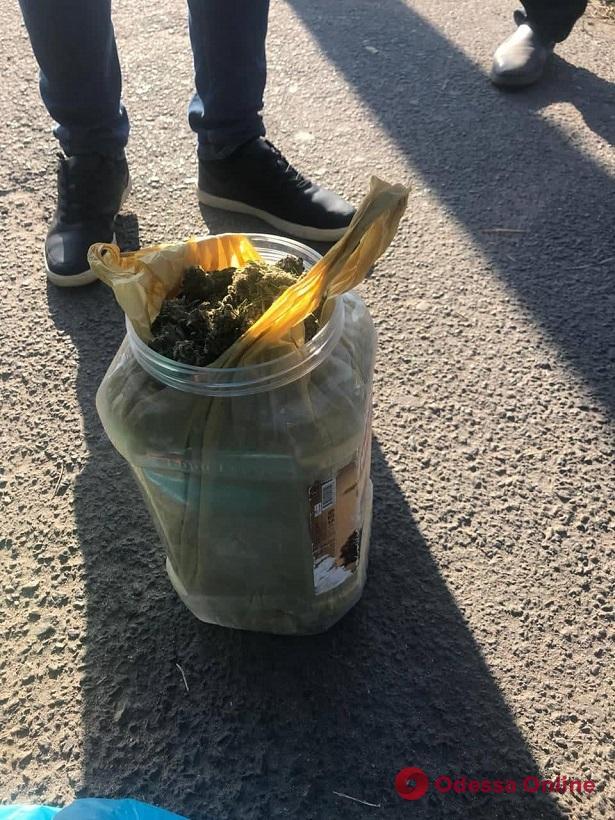 На вокзале у одессита нашли 2 килограмма «бошек» (фото)