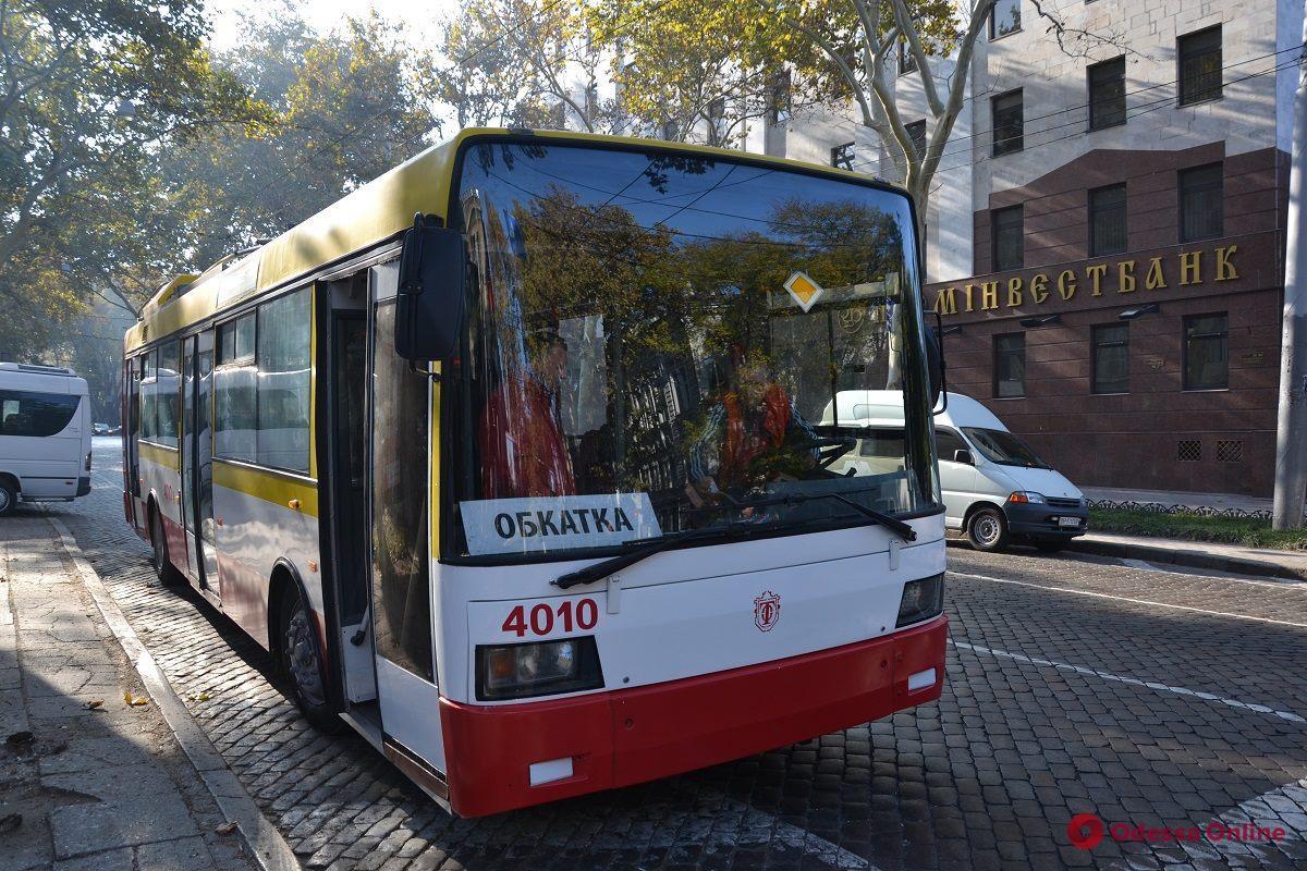 По улицам Одессы прокатился первый электробус (фото)