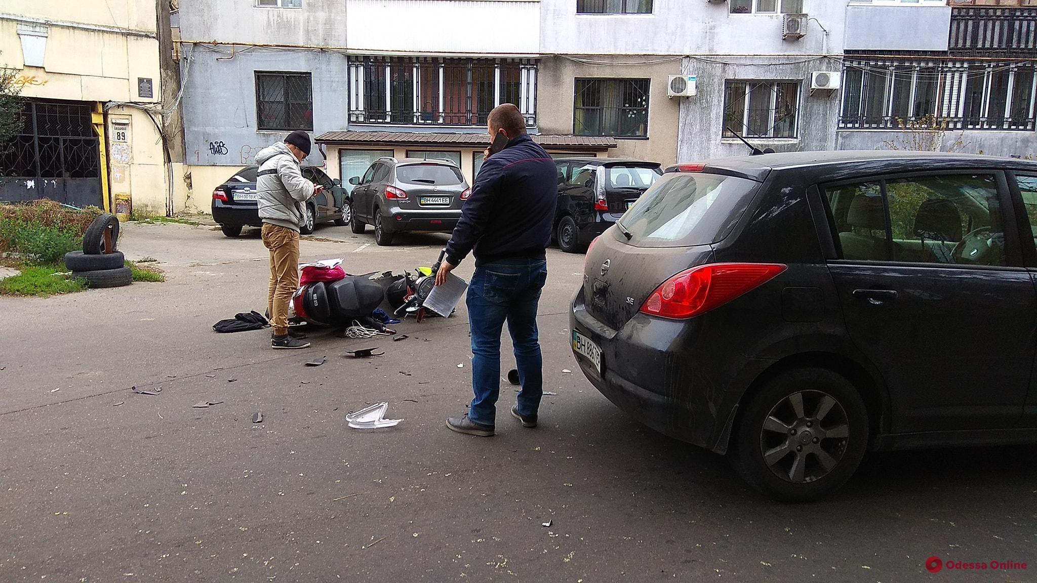 Нарушали оба: в Одессе столкнулись мопед и легковушка