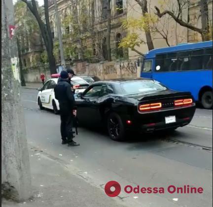 Не выполнял требований и оскорблял полицейских: в Одессе водителя-неадеквата привлекут к ответственности (видео)