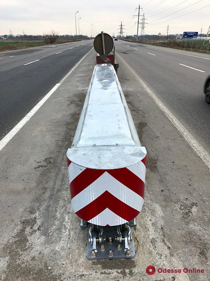 На дорогах Одесской области устанавливают противоударные «отбойники» (фото)