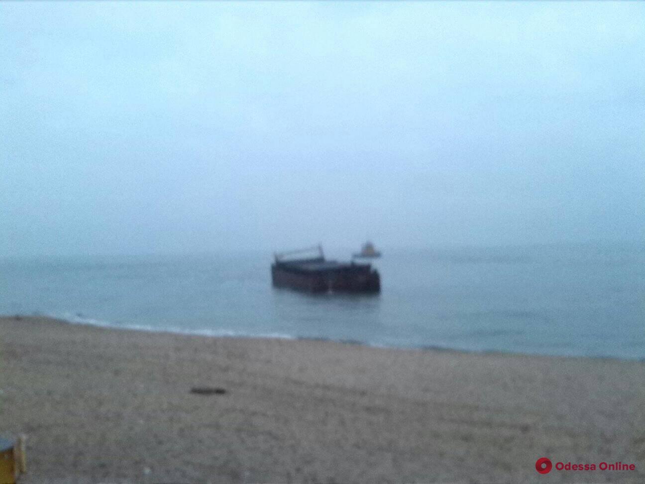 Приключения баржи с контрабандой: сигареты будут считать в Черноморском порту