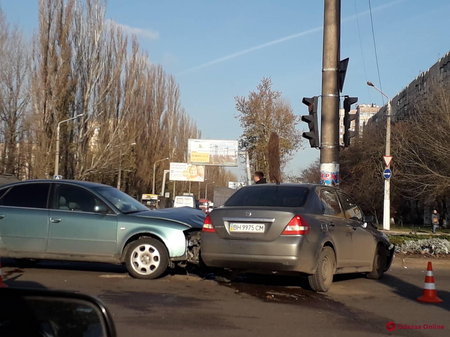 На поселке Котовского столкнулись легковушки