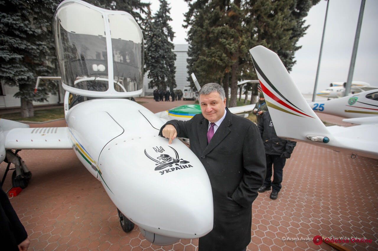 Аваков передал пограничникам Одесской области вертолет Ми-8