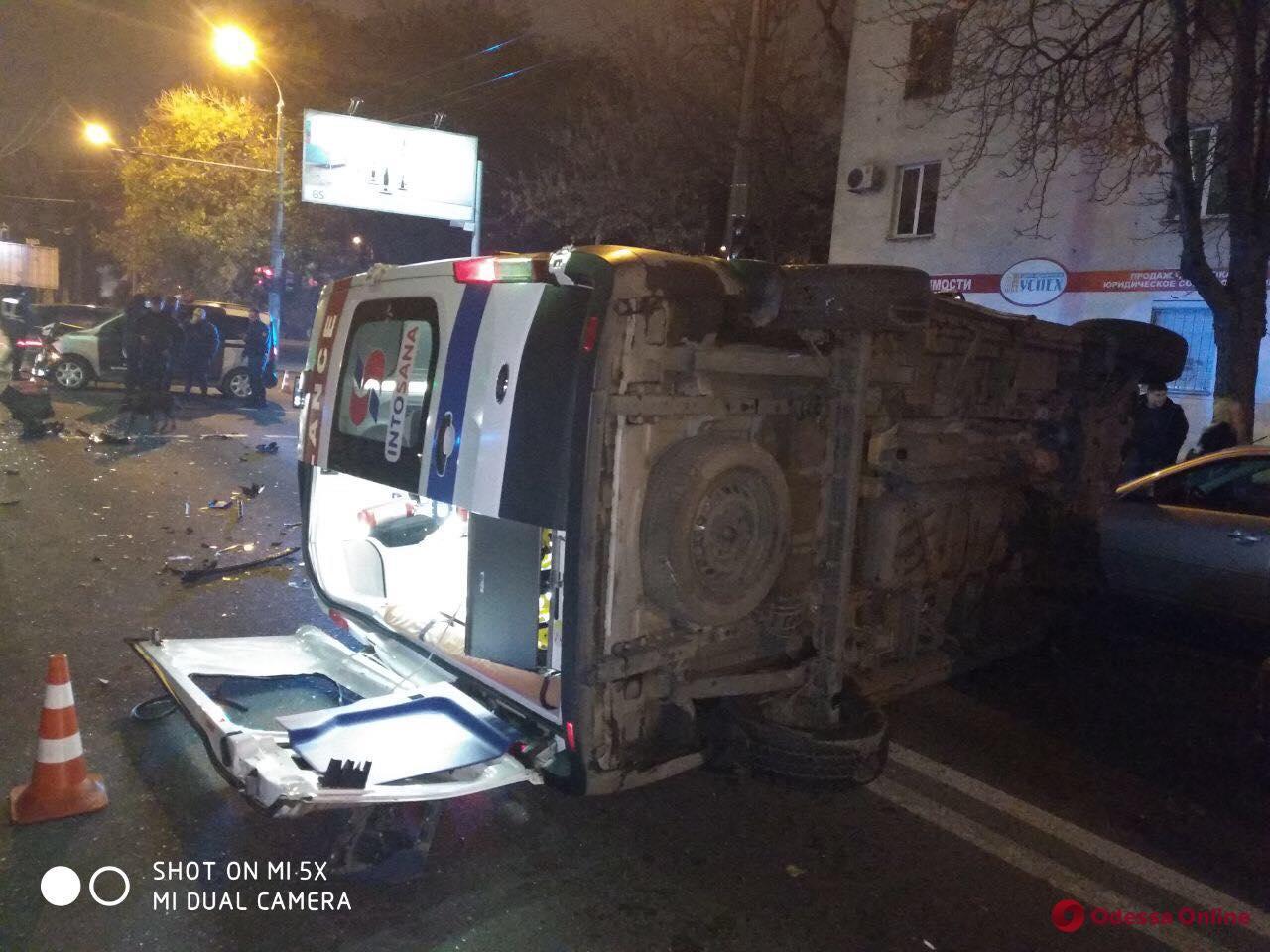 Одесса: в вечернем ДТП со «скорой» пострадали четыре человека