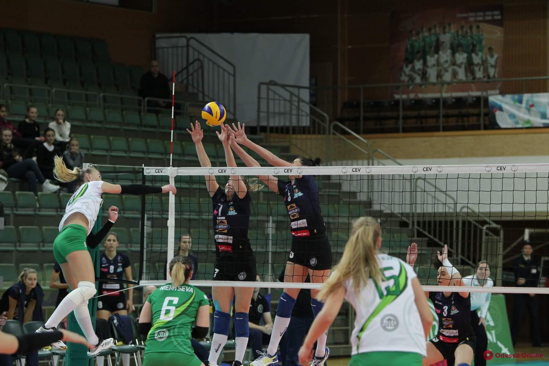 Южненские волейболистки удачно начали еврокубковый сезон
