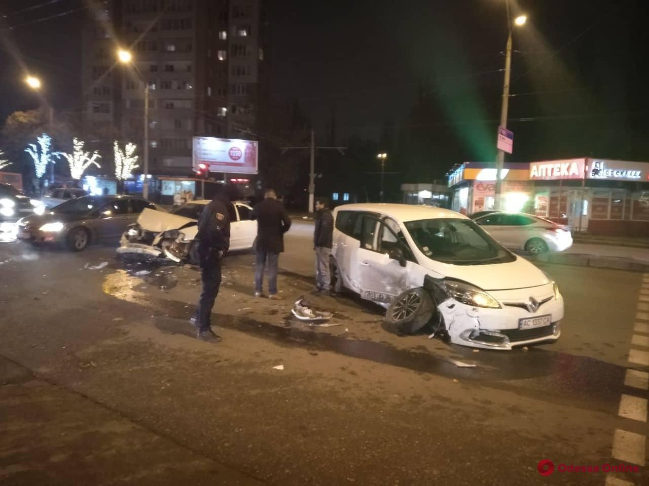 В Одессе столкнулись Renault и Nissan