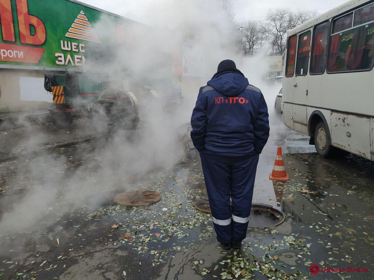 В центре Одессы прорвало трубу теплосети: в КП «ТГО» бросают трубку