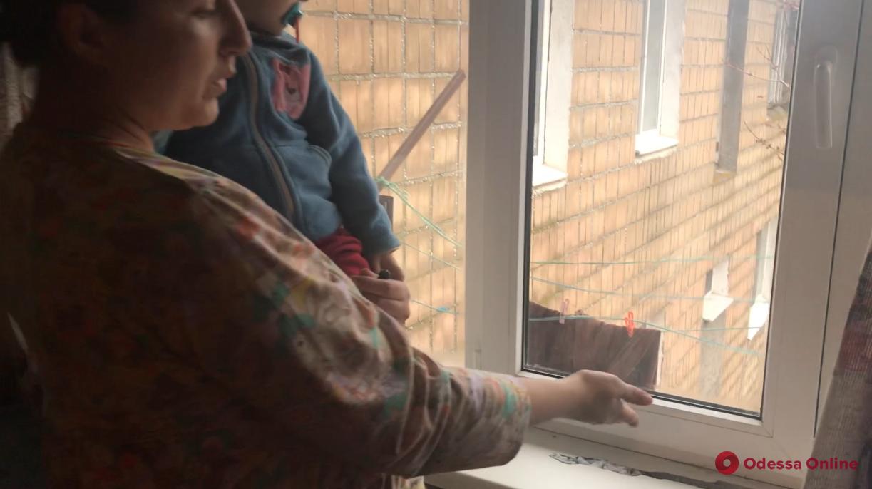 Три общежития в Каролино-Бугазе покрылись трещинами после землетрясения в Румынии (фото)