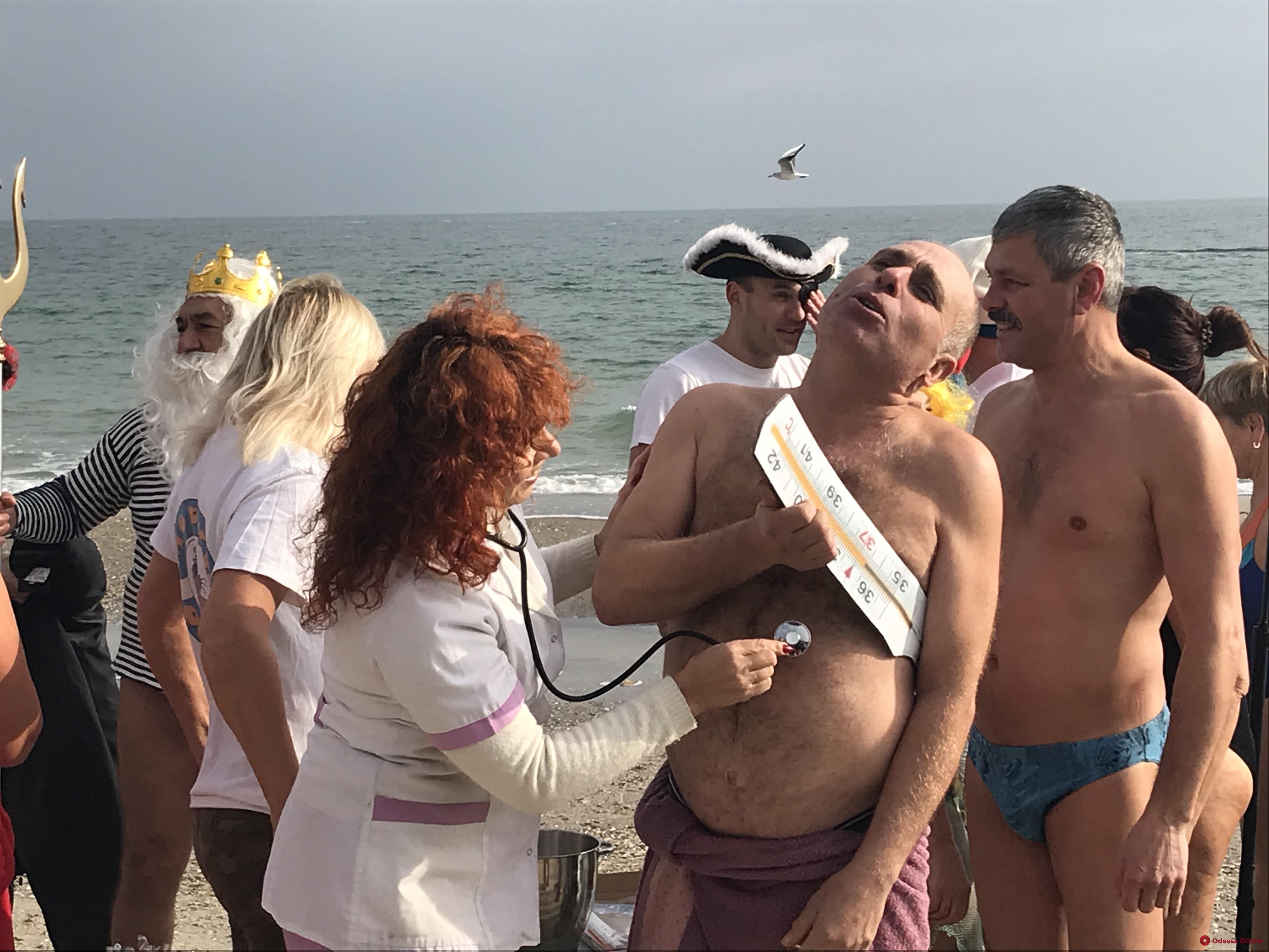 Одесские моржи открыли купальный сезон (фото)