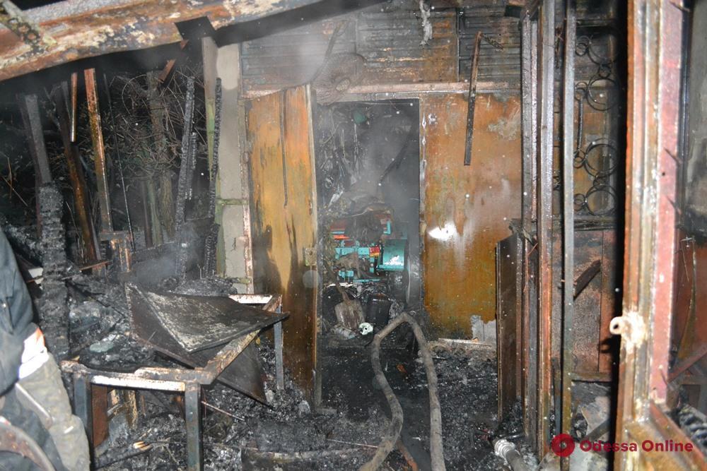 Под Одессой на частном предприятии сгорел охранник