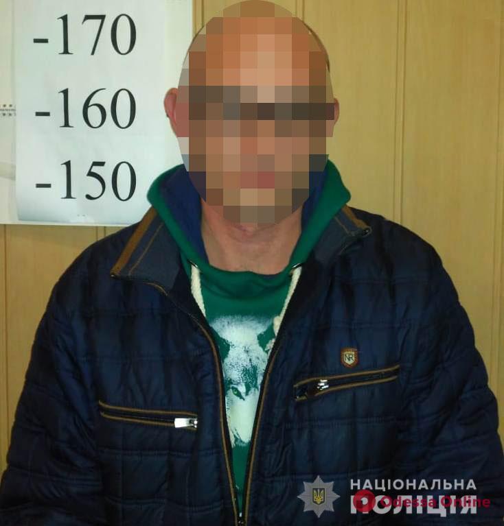 «Прокололся» в двух странах: одесские полицейские задержали вора