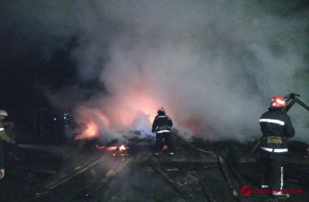 Под Одессой сгорел дровяной склад