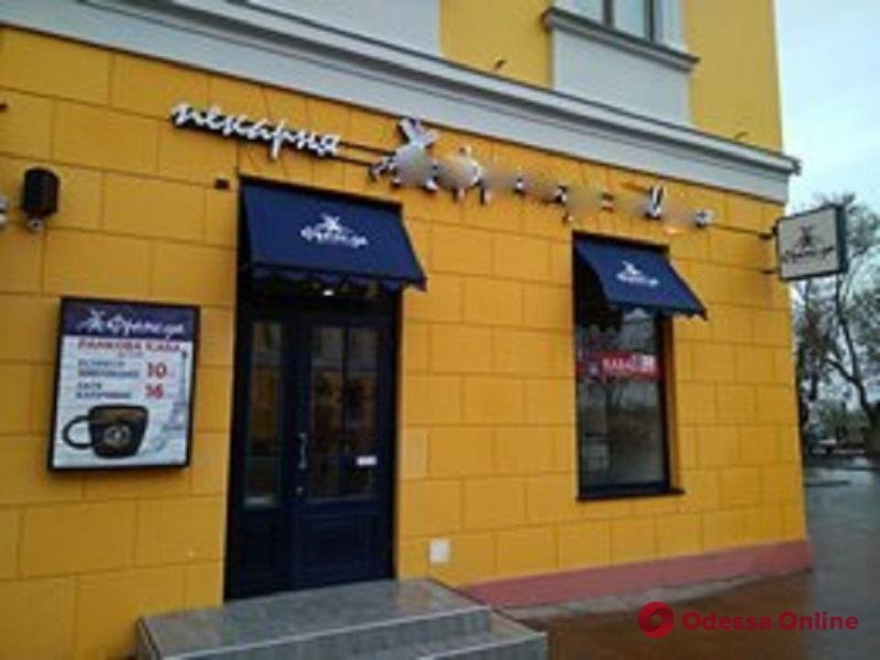 В Одессе демонтировали почти сотню рекламных вывесок (фото)