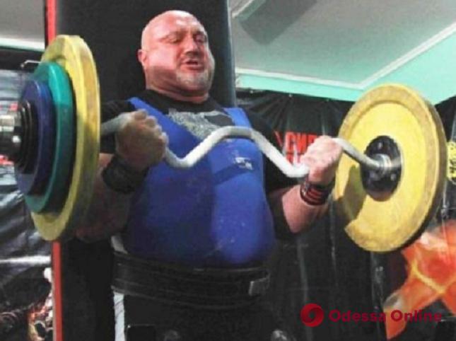 Священник-штангист из Одесской области побил национальный рекорд