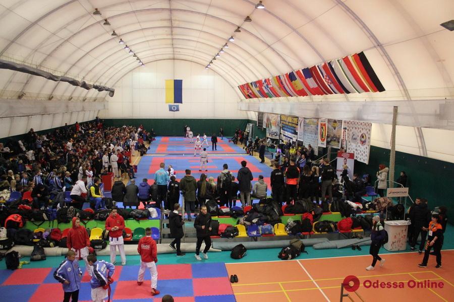 Сборная Одесской области уверенно выиграла чемпионат Украины по каратэ